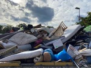 Matratzen auf der Mülldeponie